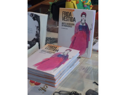 libro illustrato acquerello, Frida Kahlo, Frida Vestida, fashion watercolor illustration book,3