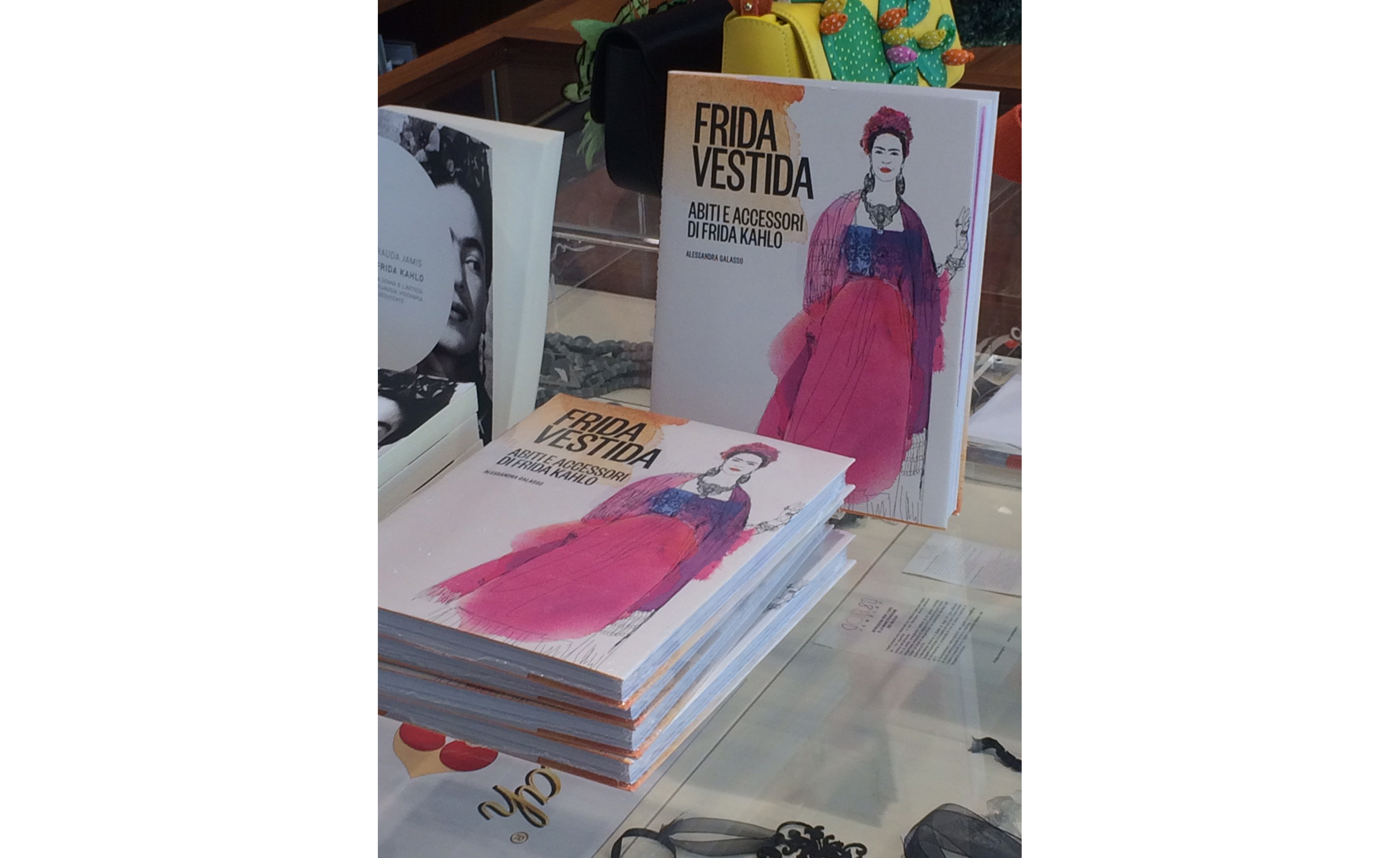 libro illustrato acquerello, Frida Kahlo, Frida Vestida,  fashion watercolor illustration book